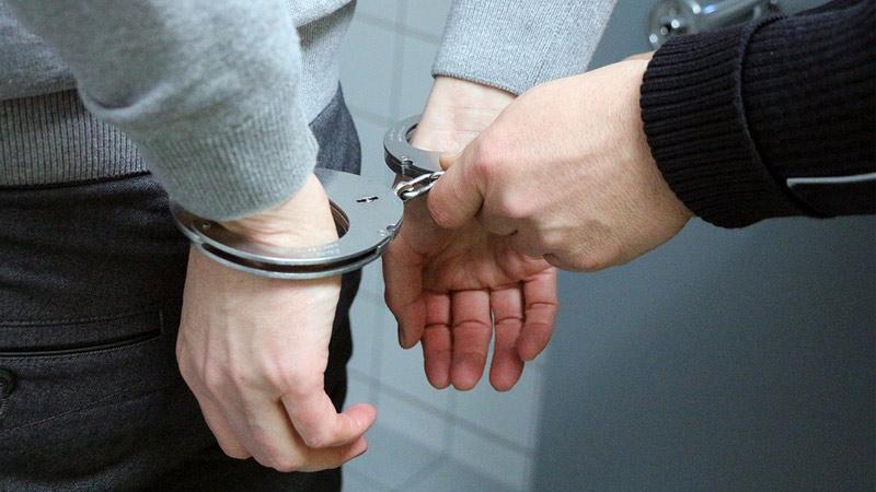 Za opakované krádeže hrozí třiadvacetiletému recidivistovi až osm let vězení