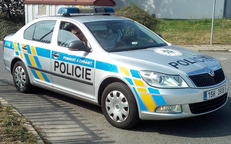Policista upozornil partu na zákaz shromáždění, čtyřiačtyřicetiletý muž mu potom vyhrožoval smrtí