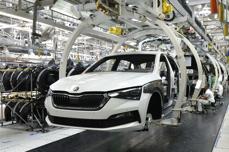 Mladoboleslavská automobilka Škoda Auto dodala za první čtvrtletí  téměř o čtvrtinu méně aut než loni