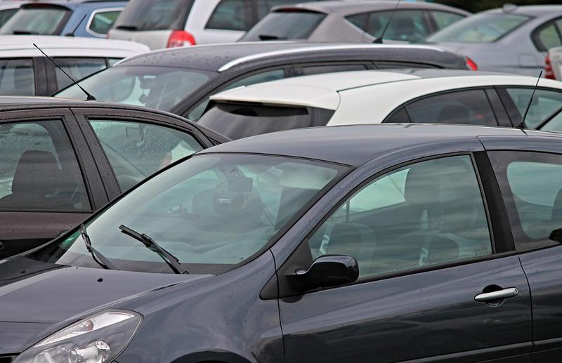 Nabídka ojetých vozů na trhu se oproti lednu zmenšila víc než o čtvrtinu