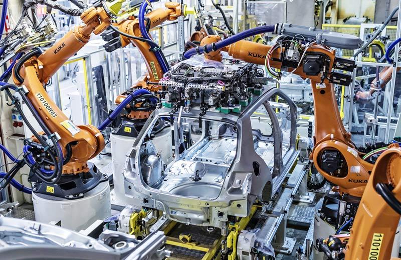 Průmyslová výroba v březnu klesla o 10,8 %, v dubnu klesne výrazněji
