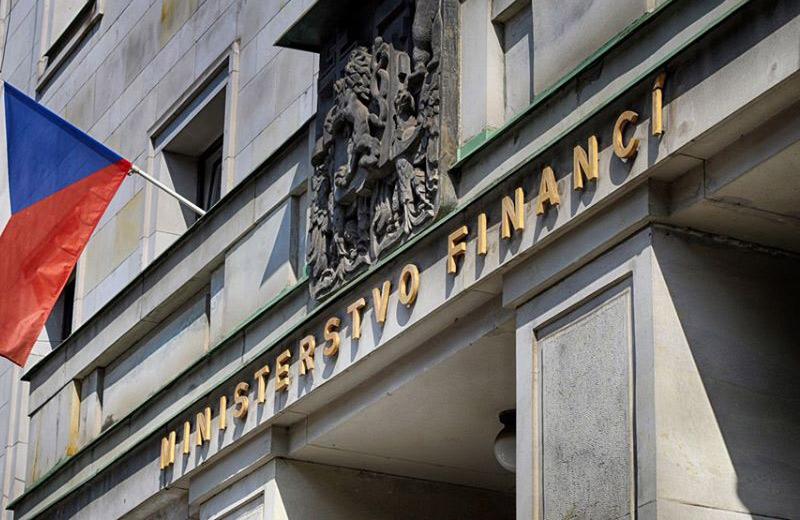 Česká republika hospodařila ke konci května se schodkem 157,4 miliardy korun