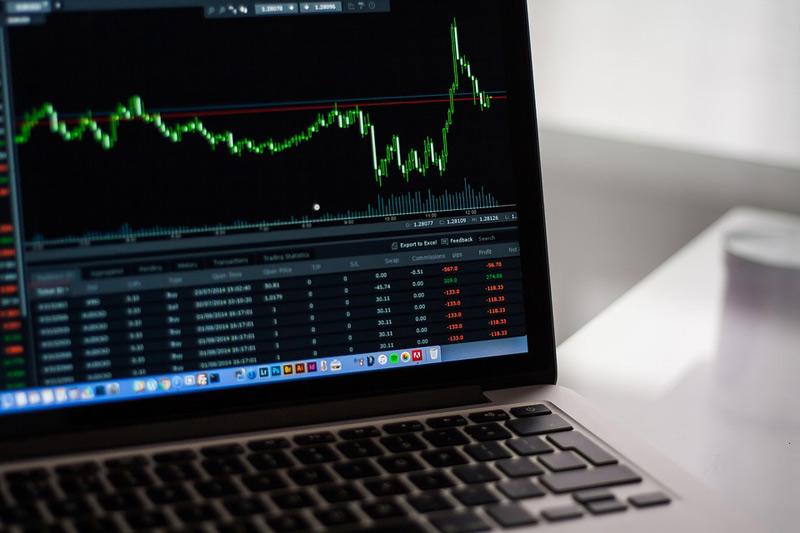 Na vládu míří novela o rozvoji kapitálového trhu, posiluje nástroje proti podvodným dluhopisům