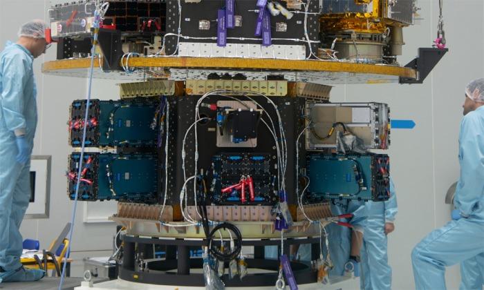 Nové zařízení pro vypouštění družic vyrobené českými firmami míří do vesmíru