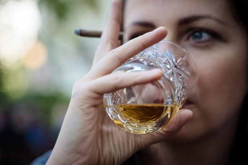 Mladá žena během jízdy pod vlivem alkoholu třikrát nabourala