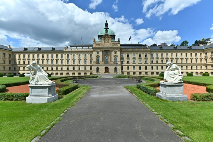 Skončila nejrozsáhlejší rekonstrukce vládní Strakovy akademie, na řadě je obnova zahrady