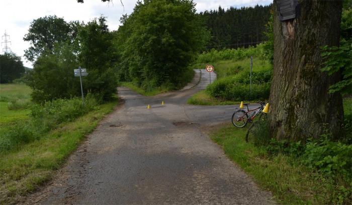 Cyklista pod vlivem drog těžce zranil ženu jedoucí též na kole
