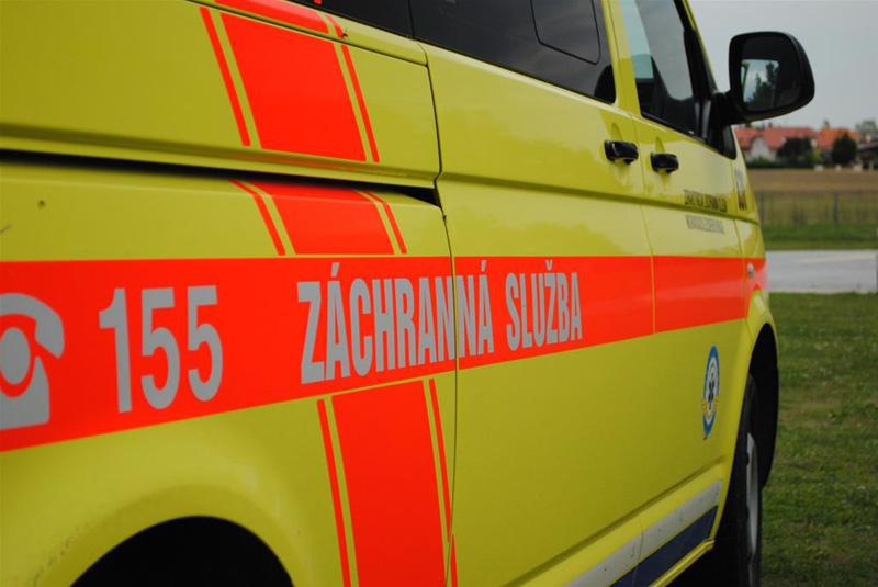 Na Plzeňsku vzplál bezdomovci stan, s těžkým popálením byl transportován do nemocnice