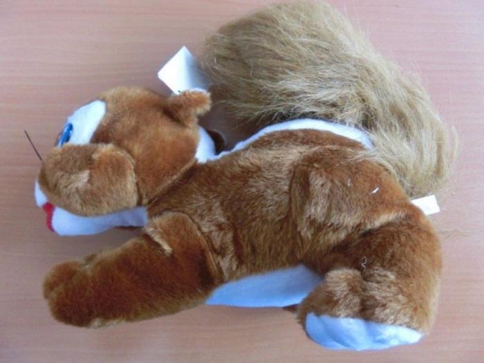 Inspektoři zjistili na trhu nebezpečnou hračku, veverka se zvukem znamená pro nejmenší děti riziko