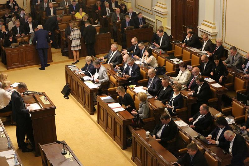 Poslanecká sněmovna schválila zvýšení schodku rozpočtu na půl bilionu korun