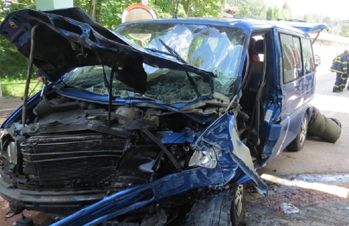 Řidič osobního auta havaroval v v Hostinném na Trutnovsku