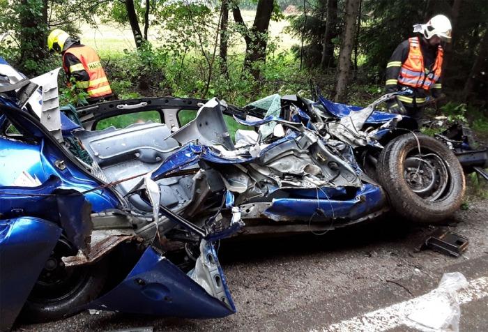 Dvě jednotky hasičů zasahovaly u dopravní nehody osobního vozidla na Pelhřimovsku