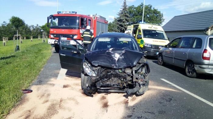 Čtyři lidé se zranili při nehodě u Černčic na Lounsku