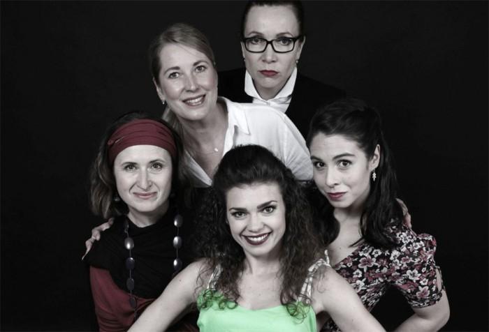 Pražské divadlo Mana zahajuje sezónu komedií o ženských trablech s muži. V září tak uvede hned dvě premiéry věnované vztahům lásky i nenávisti