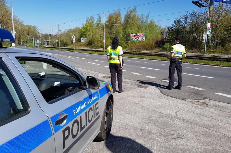 Pražští policisté zastavili padesátiletého řidiče pod vlivem drog, který navíc vezl dealera