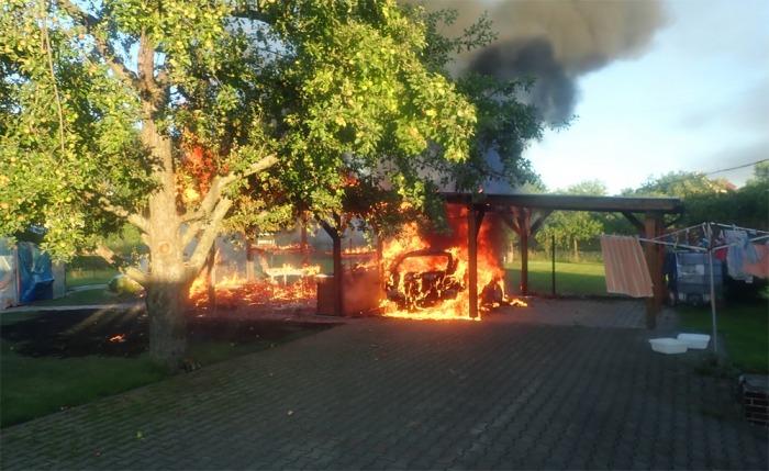 Na Zlínsku hořela pergola u rodinného domu, škody byly vyčísleny na 300 000 korun