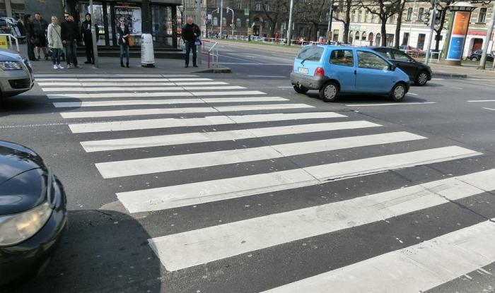 V Hradci Králové srazil autobus na přechodu pro chodce 83letou seniorku
