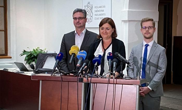 Podpořte plán na oživení Evropy, vyzývají premiéra poslanci