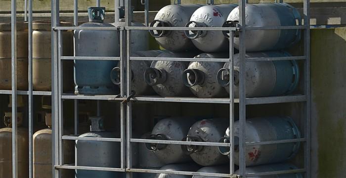 LPG stanice nově varují před ručním plněním plynových láhví pod pokutou 50 000 korun. Zákaz ale žádnou novinkou není