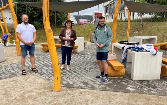 Město Rosice má nové hřiště z recyklovaných materiálů a díky pomoci místních. Ušetřilo půl milionu