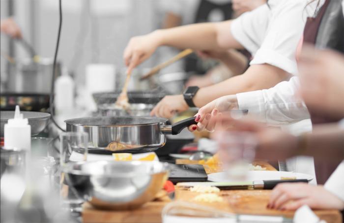Češi propadli kouzlu dováženého jídla. Novou obchodní příležitostí je nastupující trend cloudových kuchyní