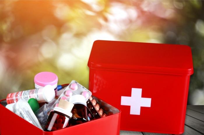 Na dovolenou do kempu, ale i na chalupu k babičce  přibalte lékárničku. Co by měla obsahovat?
