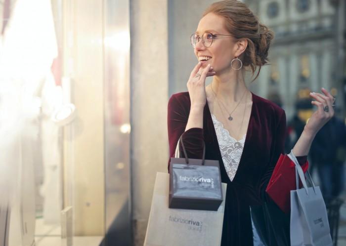 Ležérní i nadčasová: S čím a jak nosit dámská saka?