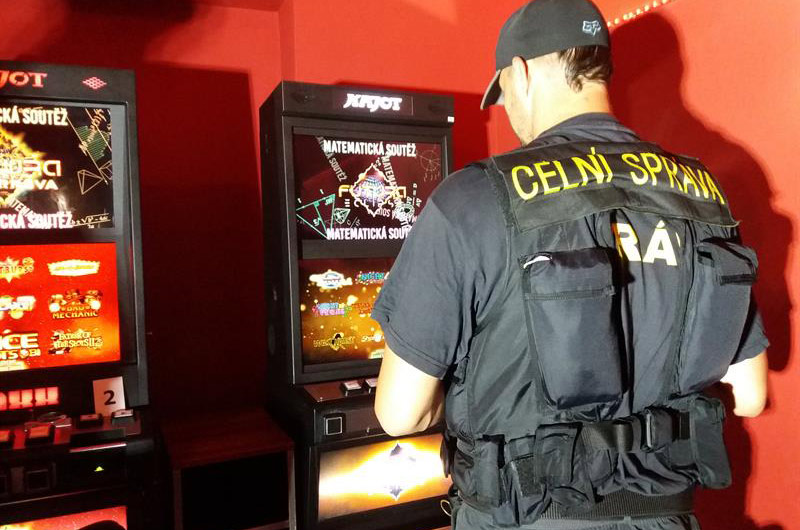 Celníci našli nelegální hrací automaty ve dvaceti provozovnách