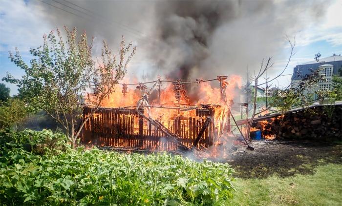 Škodu za 150 tisíc korun napáchal požár kůlny na Frýdecko-Místecku