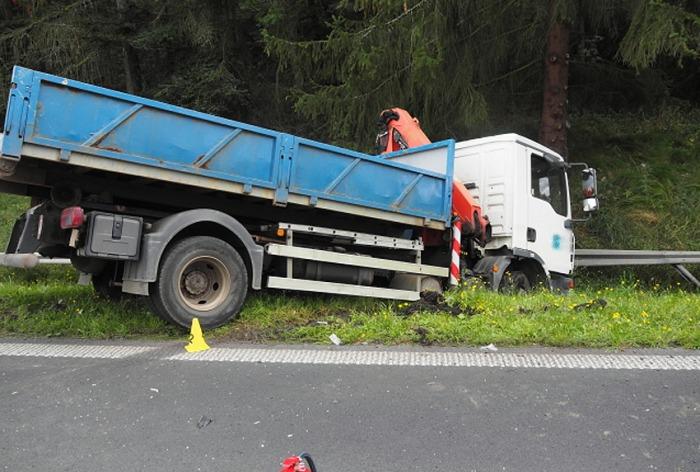 Nepřiměřená rychlost zapříčinila střet tří vozidel na Karlovarsku