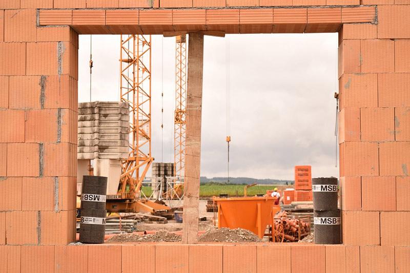 Koronavirová situace přibrzdila stavební produkci
