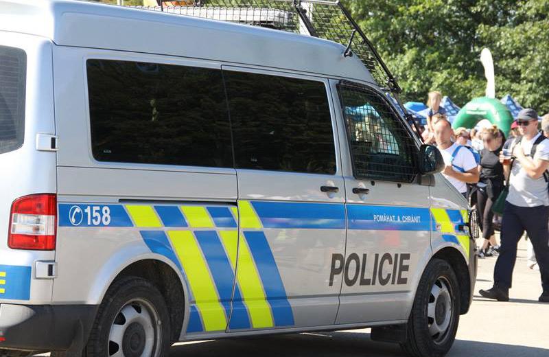 Na pouti v Sezimově Ústí se porvali stánkaři, dva museli do nemocnice