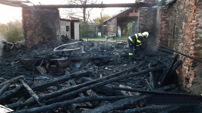 Na Kutnohorsku likvidovalo pět jednotek hasičů požár stodoly