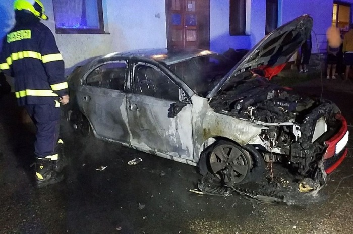 Požár zaparkovaného osobního automobilu na Orlickoústecku způsobil škodu 450 tisíc korun