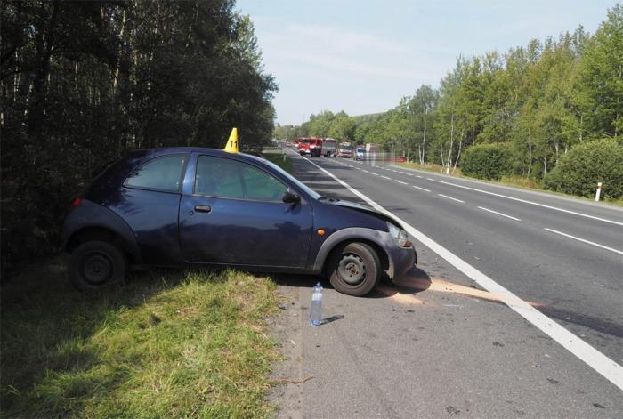 Při dopravní nehodě poblíž Žalmanova byla zraněna řidička osobního vozu a  procházející seniorka