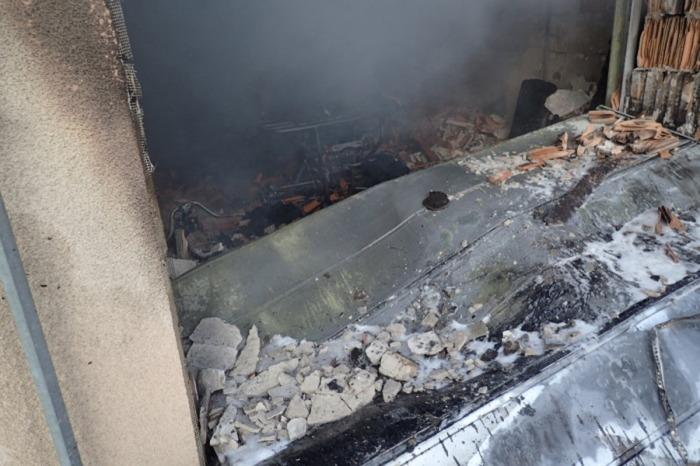 Požár garáže se čtyřkolkou v Třinci likvidovaly tři jednotky hasičů