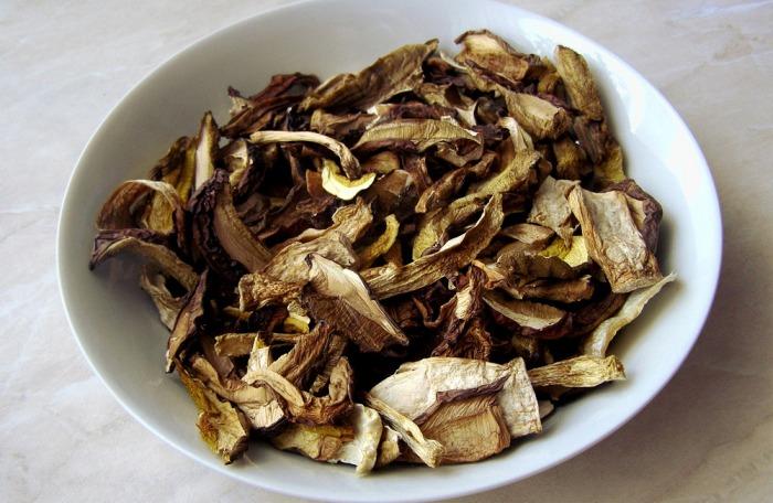 dTest prověřoval kvalitu sušených hub prodávaných v obchodech