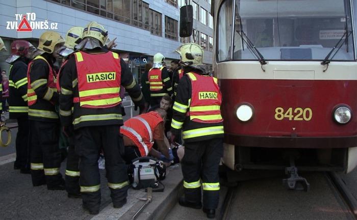 Při srážce chodce s tramvají je na vině roztržitost i mobilní telefon