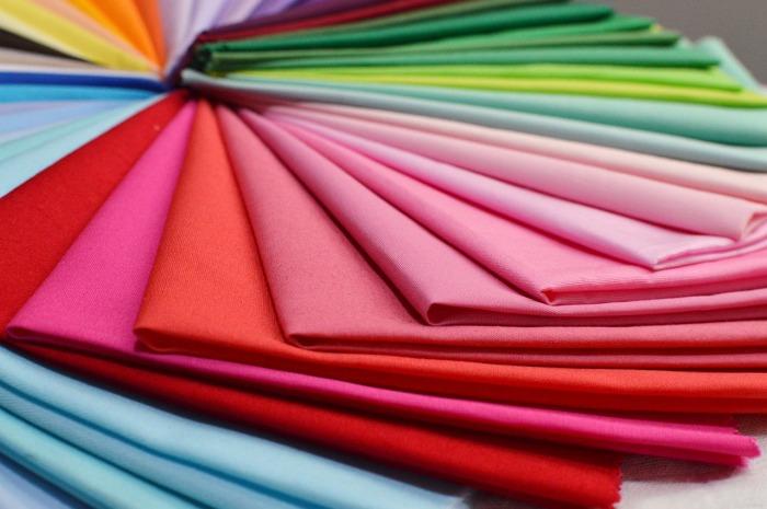 Kvalitní látky pro libovolné výrobky seženete na internetu. Třeba bavlnu na metry