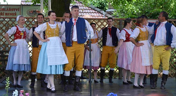 Folklorn� festival M�ste�ko Open air rozezn�l P�erov nad Labem