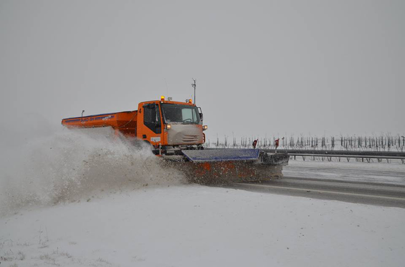 Na zimní údržbu dálnicích a silnicích I. třídy má ŘSD připraveno dvě stovky sypačů a 600 řidičů