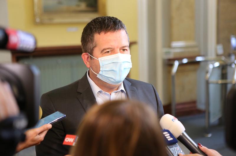 Jan Hamáček: Situace vypadá lépe, vyhráno ale není. Nouzový stav je nutné prodloužit