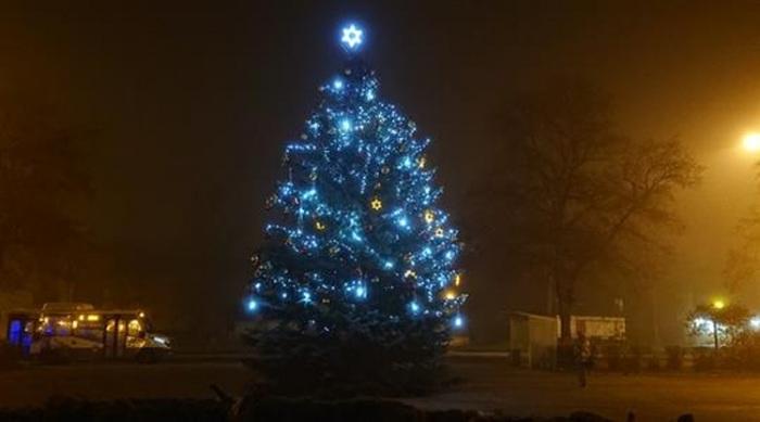 Rozsvícení vánočního stromu v Ostrově