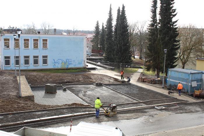 V Aši se dokončuje parkoviště v Příbramské ulici