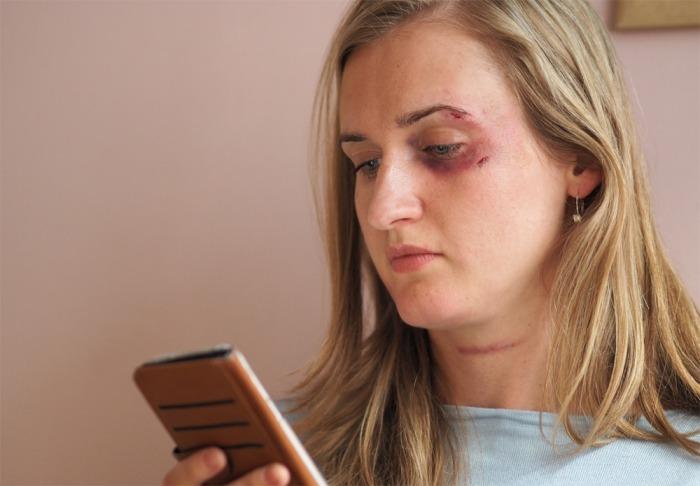Domácí násilí je problém a věnuje se mu málo pozornosti, myslí si drtivá většina obyvatel Česka