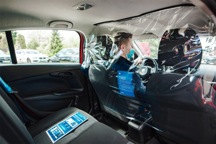 Uber věnuje volné jízdy Českému červenému kříži, dobrovolníkům sociálních služeb usnadní pohyb po městě