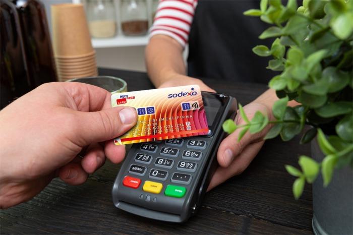 Sodexo inovuje stravenkovou kartu a propojuje ji s běžným účtem