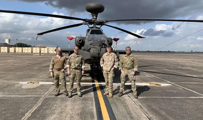 Čeští JTAC naváděli v USA na cíl vrtulník AH-64 Apache