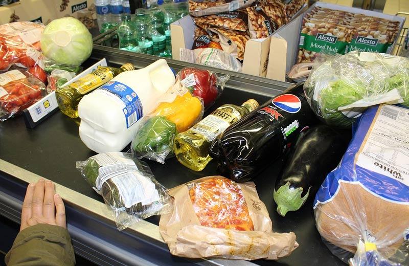 Skupina poslanců ANO a SPD zneužívá pandemii a plánuje schválit povinný podíl českých potravin v obchodech