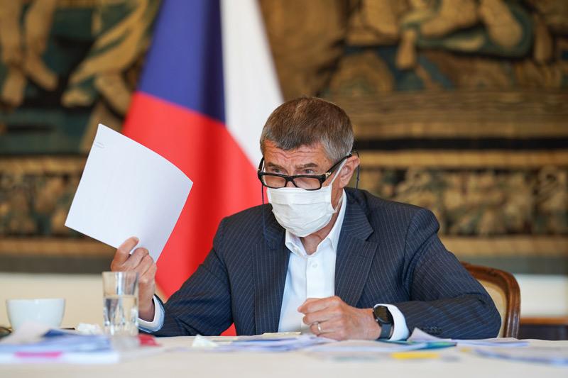 Izolace a karanténa kvůli covid-19 se prodlouží na 14 dní, schválila vláda